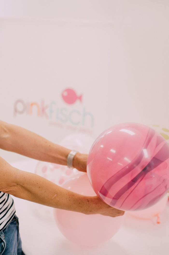 ballongirlanden selber machen tutorial von pinkfisch hochzeit um 3. Black Bedroom Furniture Sets. Home Design Ideas